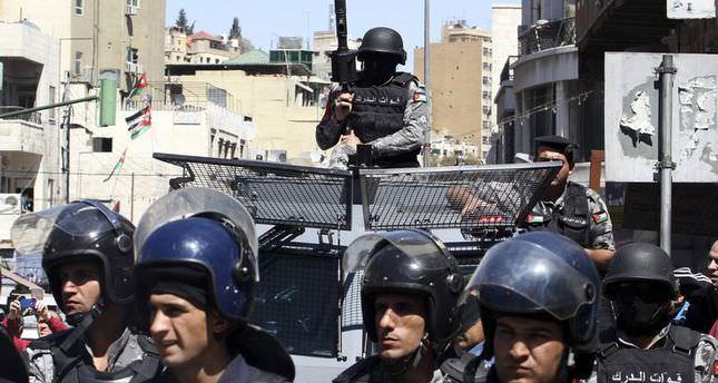 Jordanians riot after police kill resident