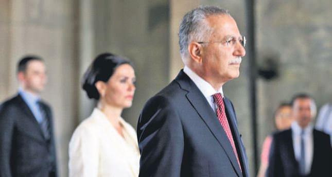 İhsanoğlu tries to defuse secularist criticism