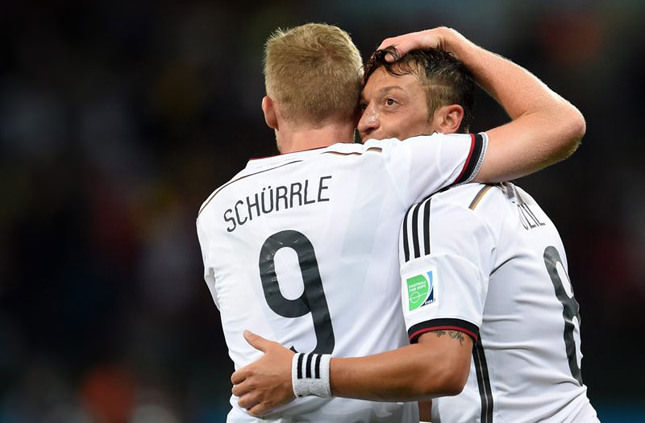 Germany beats Algeria 2-1 to advance to quarter-final with France