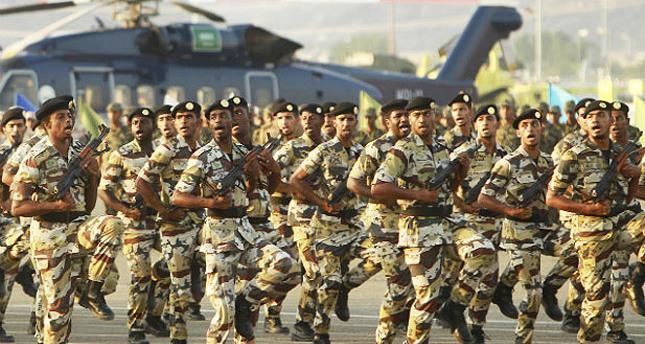 Saudi Arabia deploys 30,000 soldiers to Iraq border