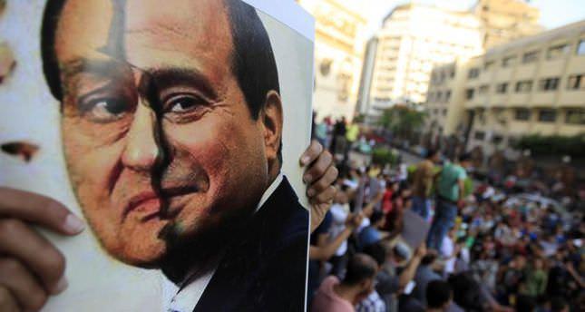Egypt court allows Mubarak-era figures back in politics