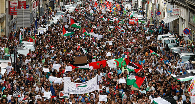 French protesters defy ban on pro-Palestine demos in Paris