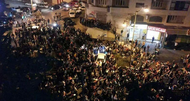Thousands of Palestinians march from Ramallah to Jerusalem