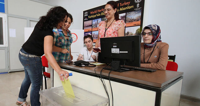 Presidential elections begin for citizens living overseas