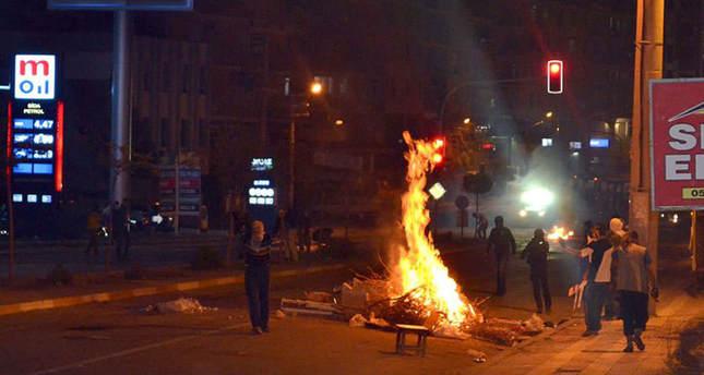 Pro, anti-PKK protestors clash over Kobani: death toll reaches 33