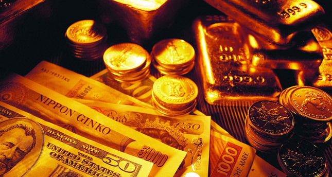 Gold, silver sell-off extends as it hits four-year low
