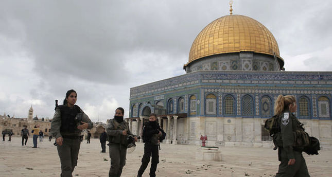 Right-wing Jewish settlers attack al-Aqsa compound