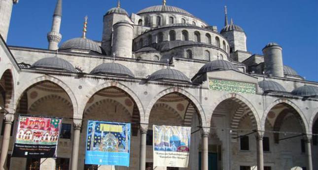 Asiye Allman opens exhibition in Blue Mosque's courtyard