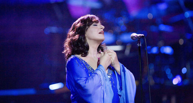 Haris Alexiou emphasizes friendship of Turks and Greeks before concert