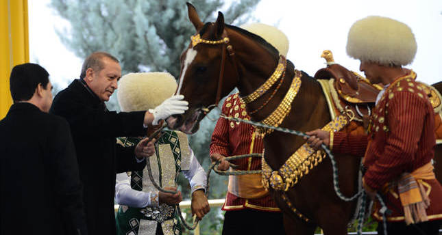 Turkmen president welcomes Erdoğan, discuss bilateral ties