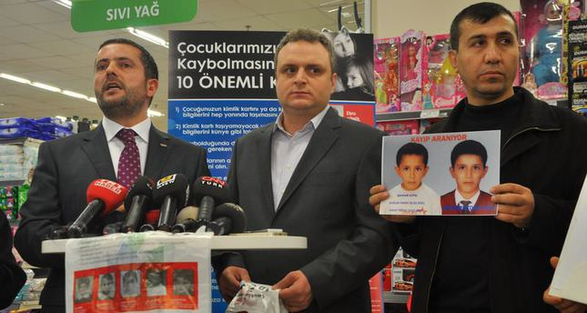 Missing children on grocery bags in new project