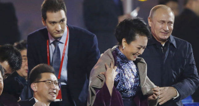 Putin's gentlemanly gesture toward Chinese first lady alerts censors at China summit