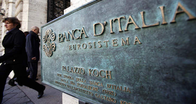Italy central bank warns on low inflation threat for public debt
