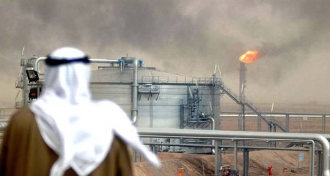 Oil price slide hits Kuwait's revenues