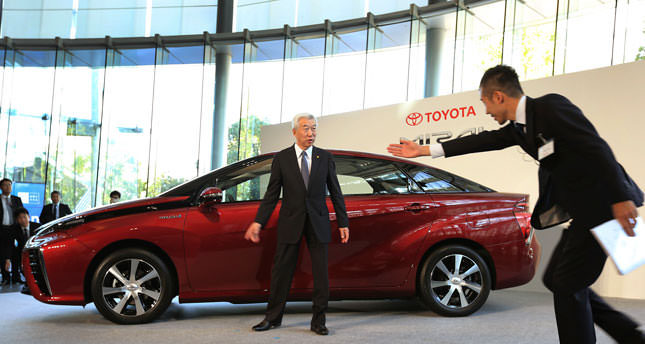 Toyota to start sales of fuel cell automobiles next month