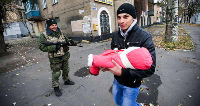 Clashes continue unabatedly, hurt peace hopes in embattled eastern Ukraine