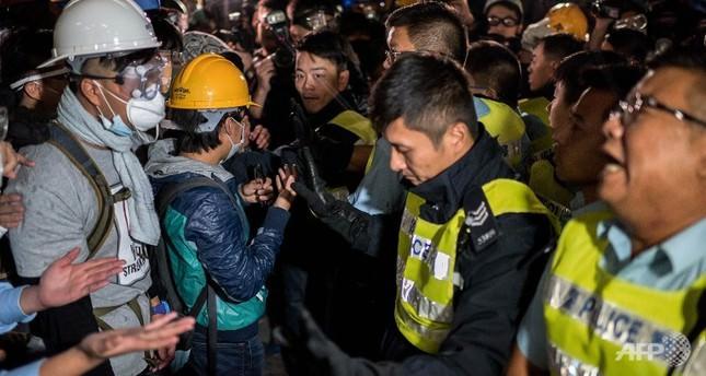Police arrest Hong Kong protesters