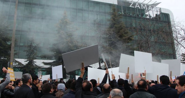 Gülenist Editor-in-Chief protested by journalists, citizens, NGOs