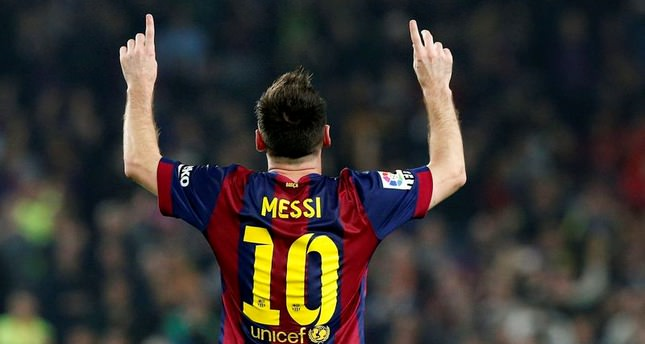Lionel Messi breaks La Liga goalscoring record