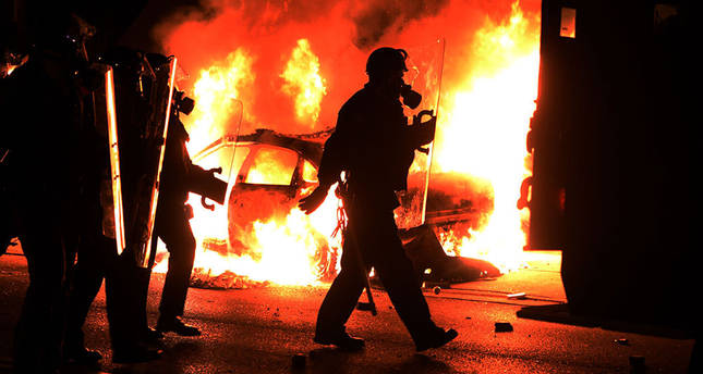 No charges for US police officer ignites racial violence in Ferguson