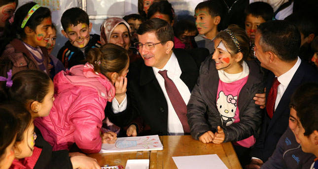 PM Davutoğlu visits Syrian refugees, calls on CHP to stop siding with Assad