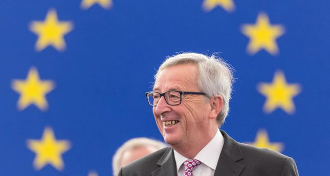 EU's Juncker survives confidence vote in EU parliament over Luxleaks scandal