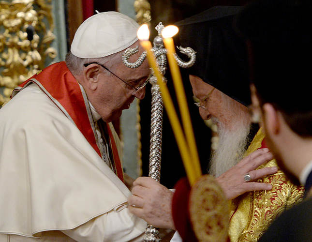 Pope Francis and Patriarch Bartholomew pray for peace in Istanbul