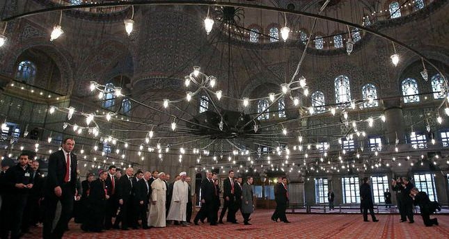 Pope visits Istanbul's historic Blue Mosque