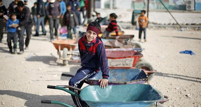 Turkey extends aid to Turkmen refugees in Lebanon