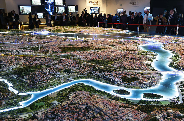 Giant Istanbul mock-up at Cannes fair