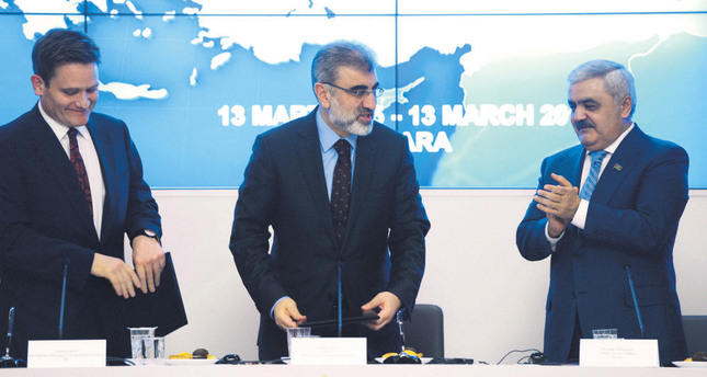 Regional chairman of BP Birell (L), Energy Minister Yıldız (middle), Chairman of the Board of SOCAR Abdullayev (R) and attended the partnerhip agreement signing ceremony at the ministry in Ankara on Friday.