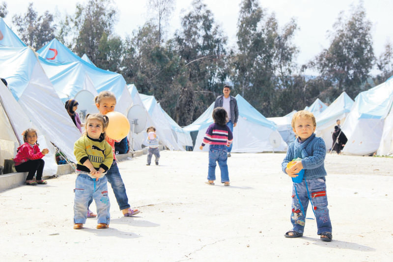 Syrian children below school age spend their days playing around tents in Hatay's Yayladau011fu0131.