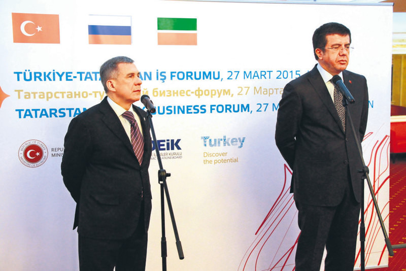 Economy Minister Zeybekci(R) and President Minnikhanov of Tatarstan (L) held a joint press conference after Tatarstan-Turkey Business Forum in Kazan on Friday.