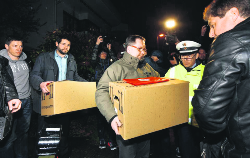 Investigators carry boxes from the apartment of Germanwings airliner co-pilot Andreas Lubitz.