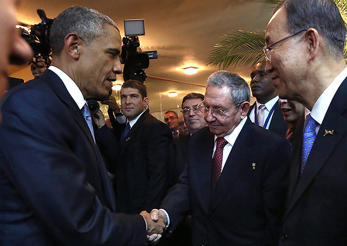 U.S. President Barack Obama and his Cuban counterpart Raul Castro shake hands  AFP Photo