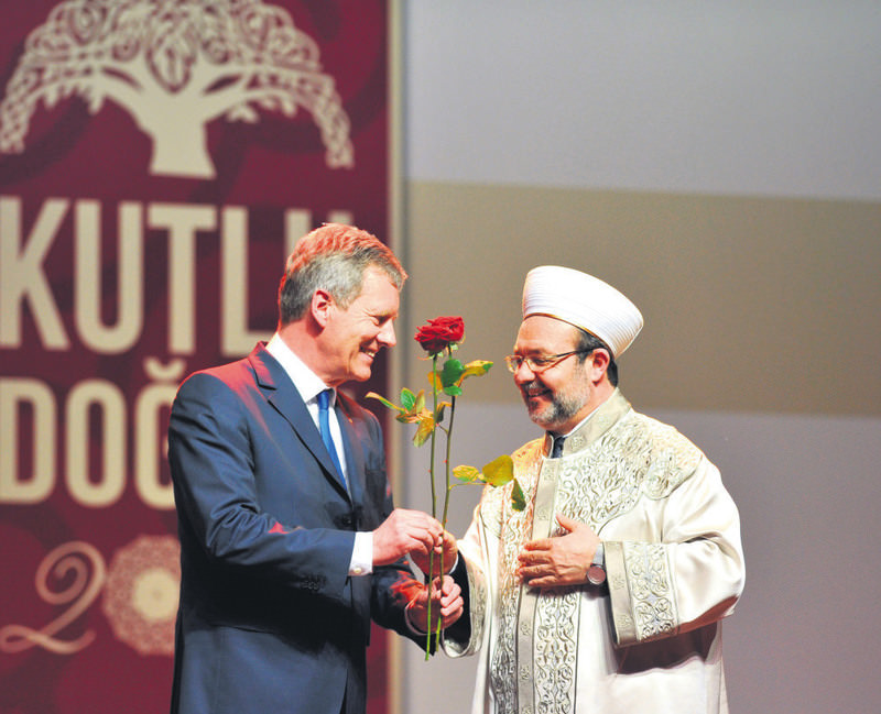 Former German President Christian Wulff (L) with Turkey's Presidency of Religious Affairs head Mehmet Gu00f6rmez in Cologne, Germany.