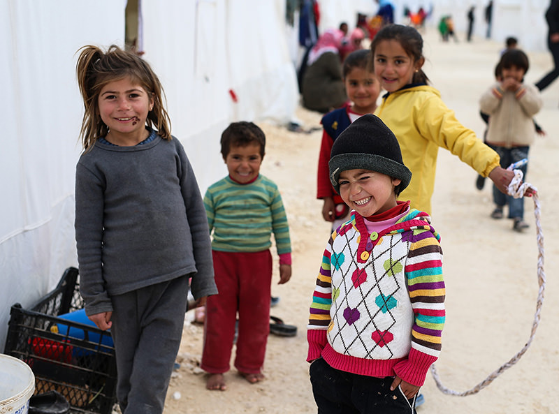 Syrian refugee children, who fled violence in Syria, seen outside their tent in Turkeyu2019s newly set-up camp in the border town of Suruc, on Jan. 30, 2015 (AP Photo)