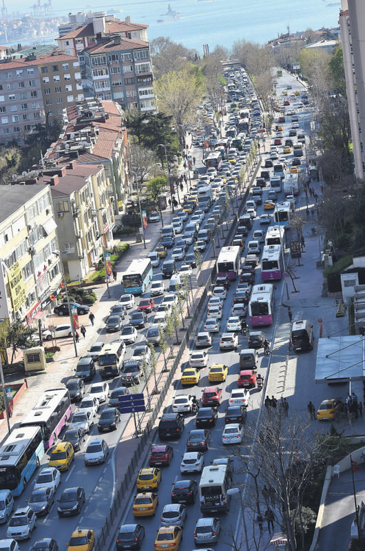 Traffic jams are particularly unbearable for millions of commuters in Istanbul in morning and evening rush hours. Bad weather and even minor accidents further clog the traffic.