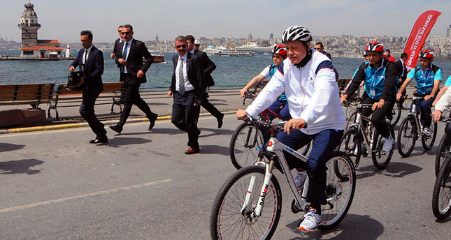 Turkey's President Erdoğan promotes cycling for better health