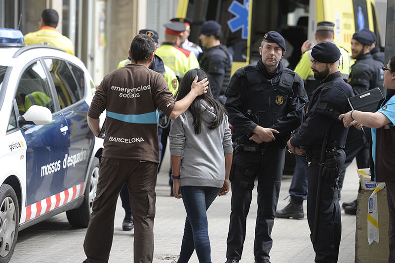 Emergency service members attend students at the Joan Fuste Institue in Barcelona (AFP Photo)