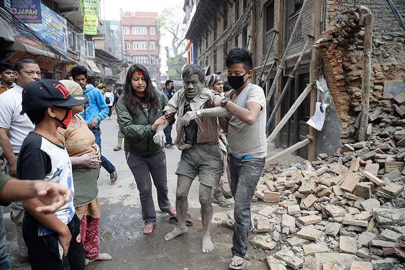 People free a man from the rubble of a destroyed building after an earthquake hit Nepal, in Kathmandu, Nepal, 25 April 2015 (EPA Photo)
