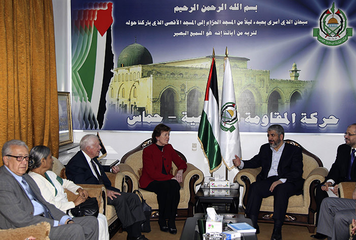 Hamas leader Khaled Meshaal (2nd R) meets members of The Elders delegation Lakhdar Brahimi, Ela Bhatt, former U.S. President Jimmy Carter and former Irish President Mary Robinson (L-3rd R) in Damascus October 19, 2010 (Reuters Photo)