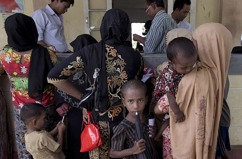 In this June 25 2014 file photo, Rohingya refugees gather to receive medicine at Dar Paing village clinic in Rakhine state, Myanmar (AP photo)