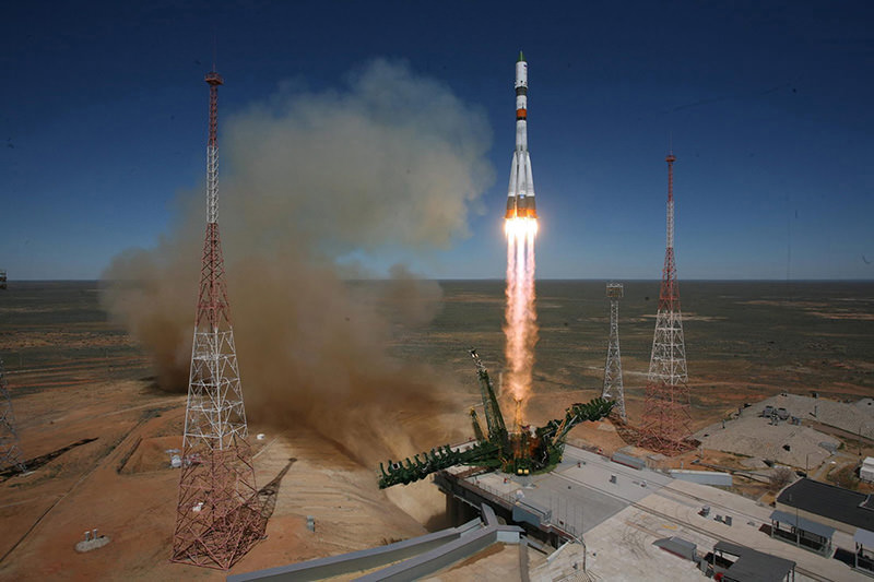 A handout picture released by the press service of the Russian Federal Space Agency Roscosmos shows a Russian Soyuz-2.1a launch vehicle carrying the Progress M-27M cargo ship lifting off on 28 April 2015 (EPA Photo)