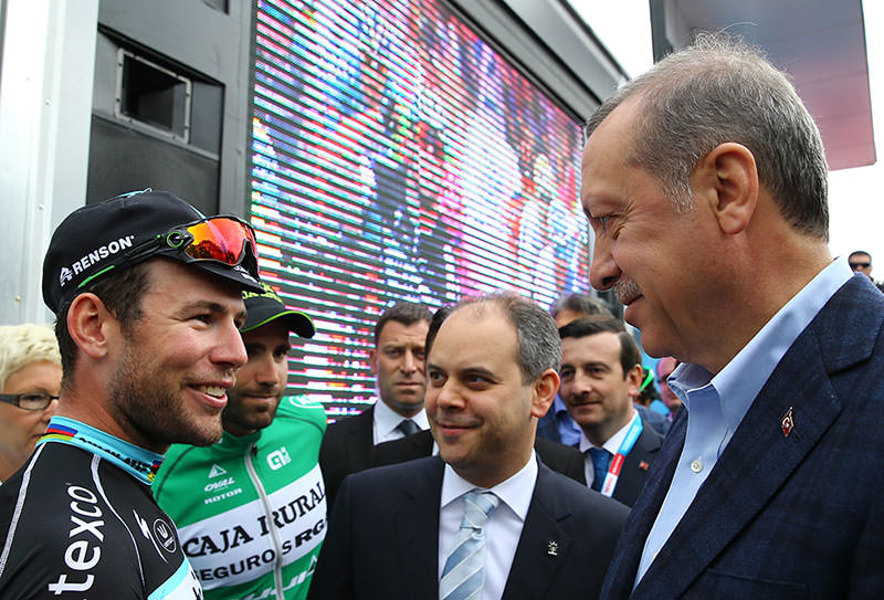 Mark Cavendish (L), President Recep Tayyip Erdou011fan (R): AA Photo