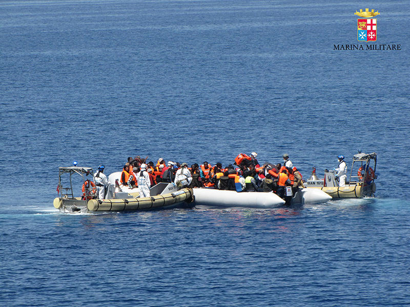 This handout picture released by the Italian Navy on May 4, 2015 shows a rescue operation of migrants off the coast of Sicily on May 3, 2015 (AFP Photo)