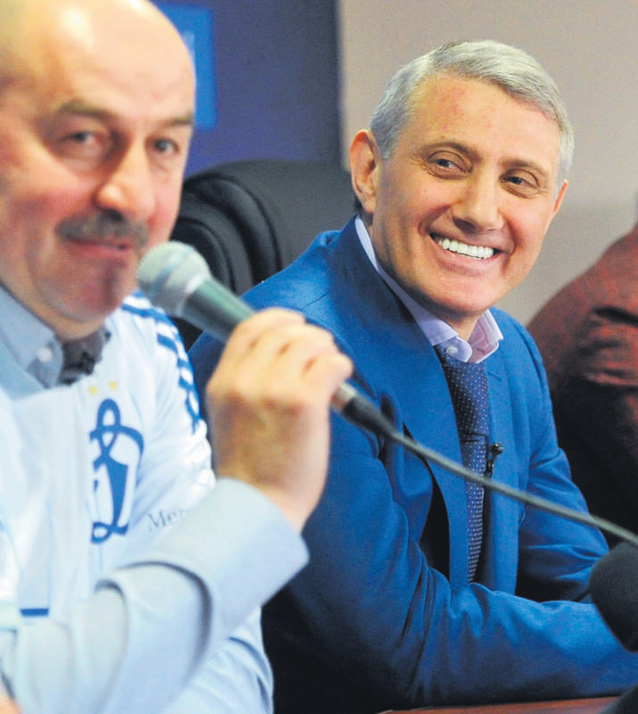 Dinamo Moscow's coach Stanislav Cherchesov (L) and Dinamo Moscow's president Boris Rotenberg attending a press conference in Novogorsk.