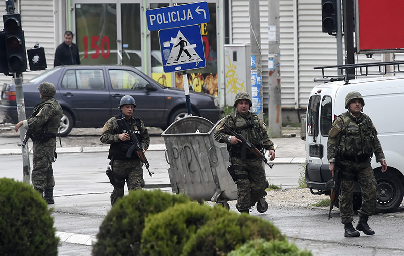 Police officers walk on a street as Macedonian special forces engage in a police action against an alleged group of unidentified armed group, in Kumanovo, the Former Yugoslav Republic of Macedonia, 09 May 2015 (EPA Photo)