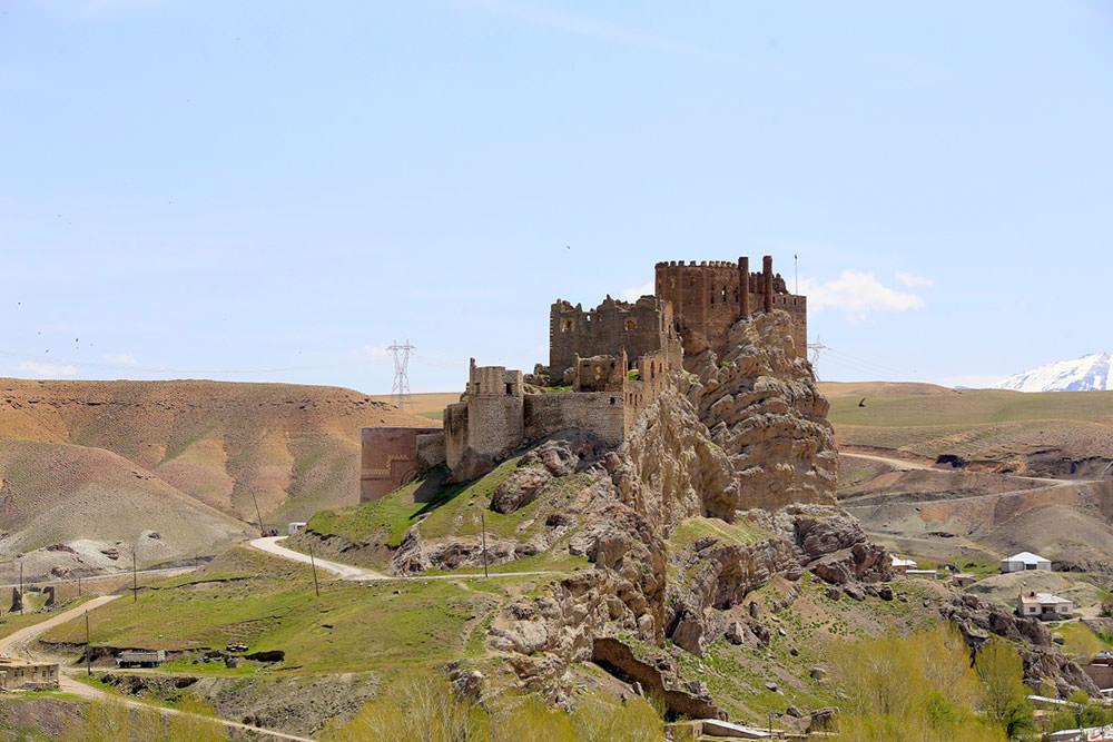 Hoşab Castle was built by Urartus