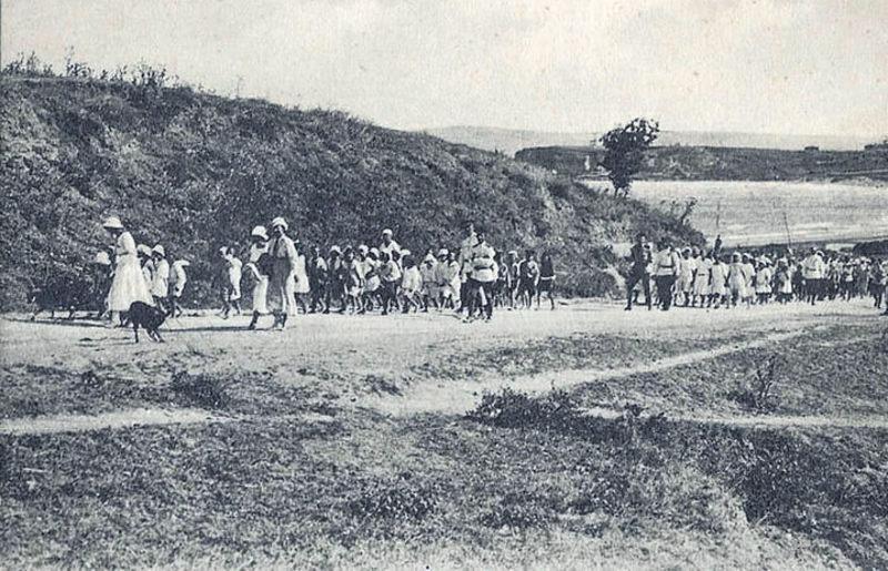 Families of the tsarist White Army found asylum in the Ottoman Empire in Gallipoli.